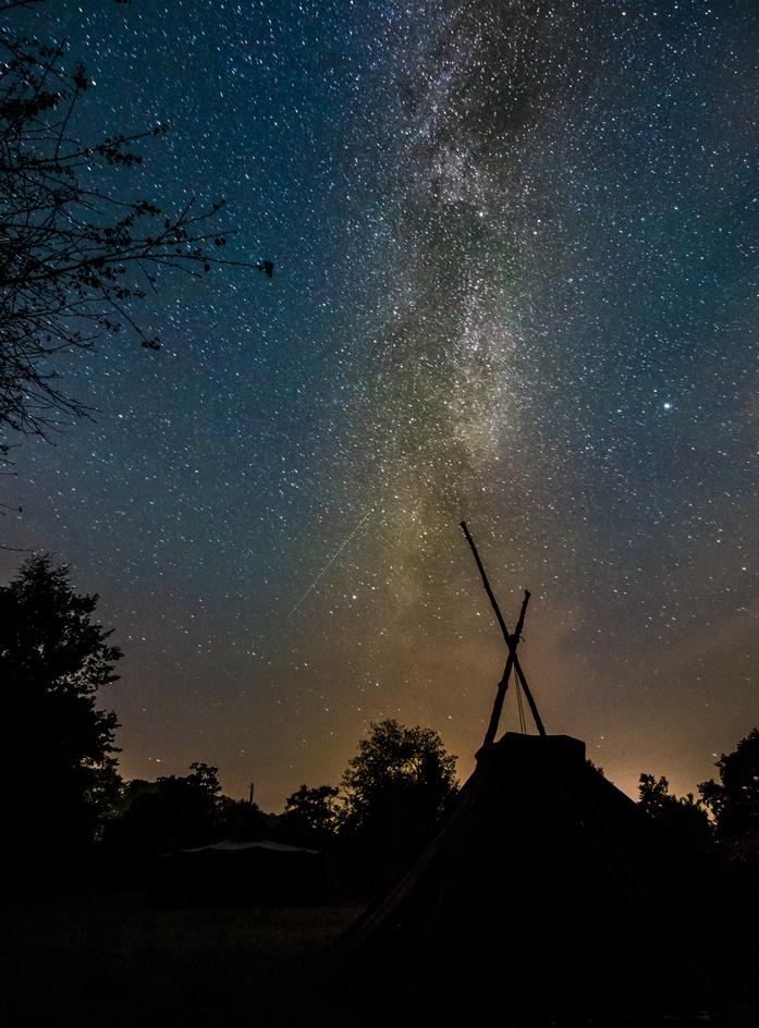 Eine Kohte unter dem Sternenhimmel