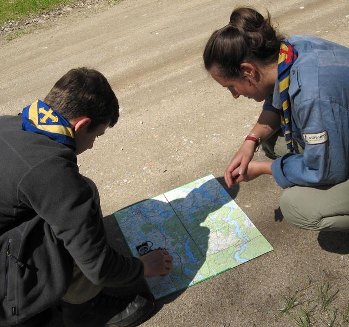 Aufgaben mit Karte und Kompass gehören zu den Klassikern bei einem Hajk
