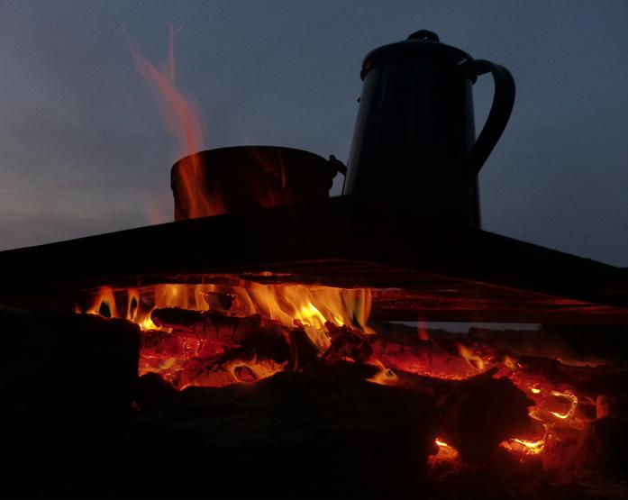 Abendessen und Kaffee kochen
