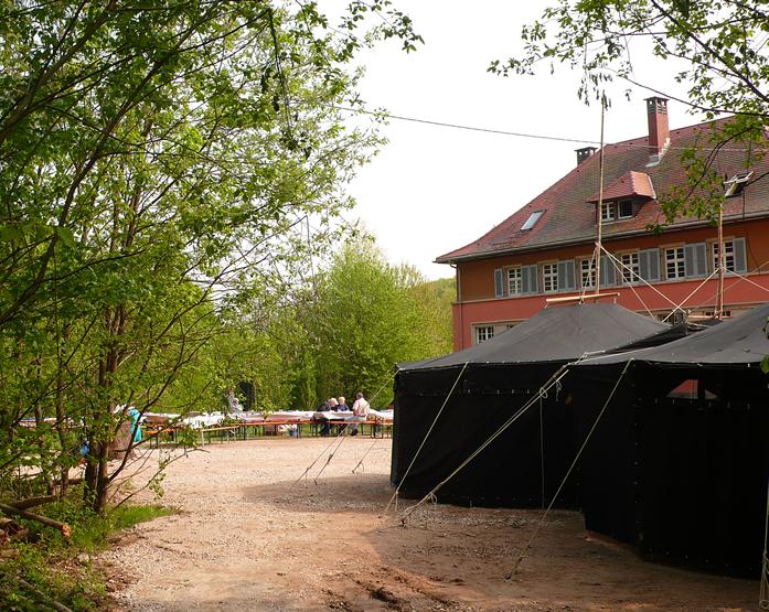 """Pinte """"Zum lustigen Drachentöter"""" auf der Zeltwiese des Pfadfinderzentrums Raumünzach zum Jubiläum 2009"""