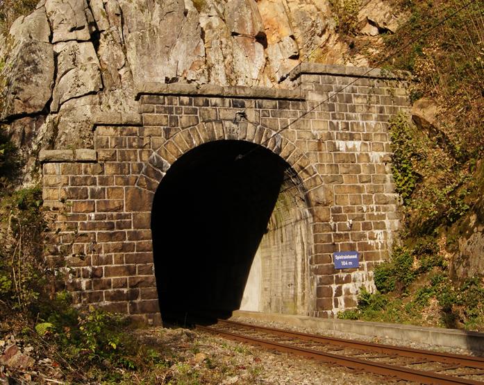 Spielraintunnel hinter dem Pfadfinderzentrum Raumünzach